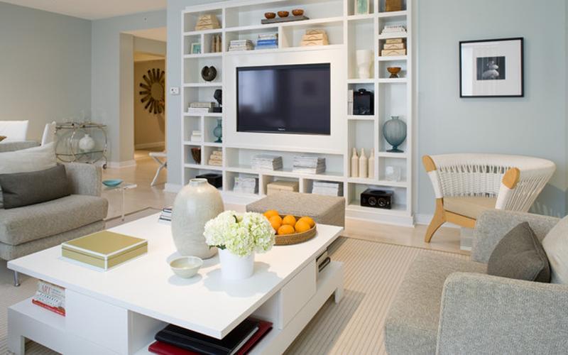 客厅以白色为主、厚重的家具。喜欢电视背景墙。同时也是一个半隔断、划分功能区的作用