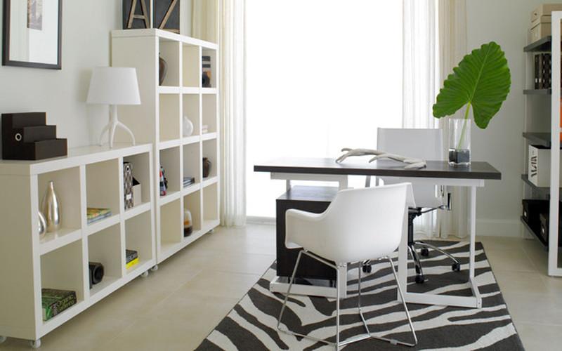 现代风格[1]即现代主义风格。现代主义也称功能主义,是工业社会的产物,起源于1919年包豪斯(Bauhaus)学派,提倡突破传统,创造革新,重视功能和空间组织,注重发挥结构构成本身的形式美,造型简洁,反对多余装饰,崇尚合理的构成工艺;尊重材料的特性,讲究材料自身的质地和色彩的配置效果;强调设计与工业生产的联系