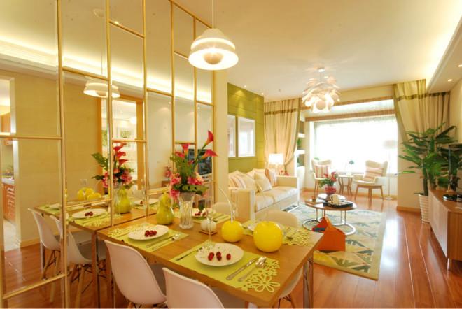 希望房间充满生机与活力,简单的木色搭配主色调绿色