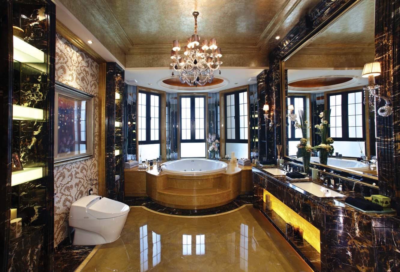 """欧式精简奢华的外观雕饰,配以深沉的古董褐色涂饰,增加客房、书房、起居室产品组合,同时,为现代生活的便利与舒适性而设计的强大功能性。使""""新维多利亚""""将经典的造型、韵味完美展现,而又充分考量现代人的生活需求,兼具观赏性与实用性?。"""