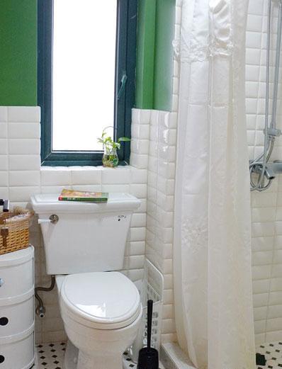 干净亮白的风格使人放松,花洒冲洗掉一天的疲惫。。。。