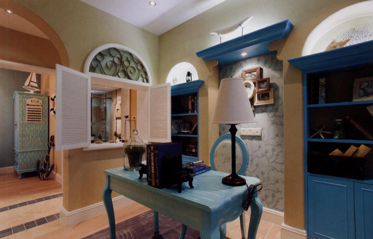 家居设计元素有:白灰泥墙、连续的拱廊与拱门,陶砖、海蓝色的屋瓦和门窗