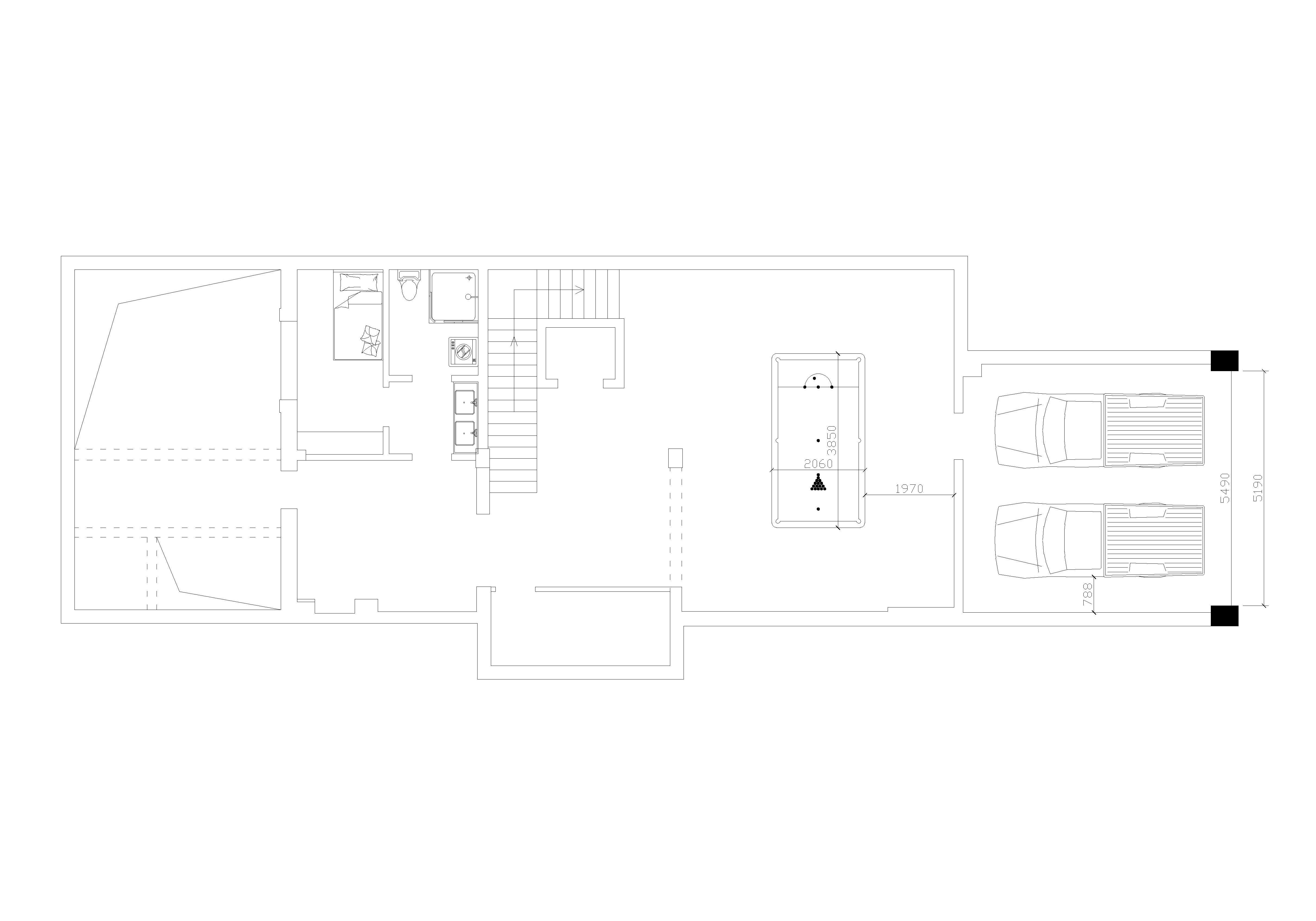 这是一套欧式风格非常明显的别墅设计。应客户要求,铭筑的设计师在组合运用了大量欧洲装饰风格元素同时对室内空间做了非常有意思的调整。高亮度地砖、石材的运用以及护墙板的搭配,为这个空间创造了柔和的光影效果,典雅高尚的欧洲贵族气质跃然眼前。十字的吊顶配上木质饰面板的结合,起到了良好的隔音效果,这在高标准的别墅是很必要的,可以有效隔绝上下楼层间的声音干扰。
