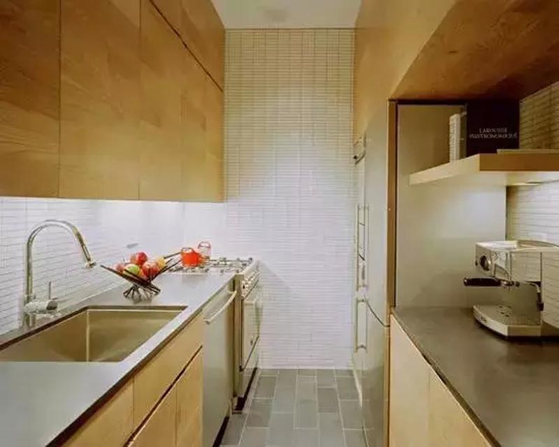 走廊型的厨房格局,提高空间使用率的同时又方便厨房操作