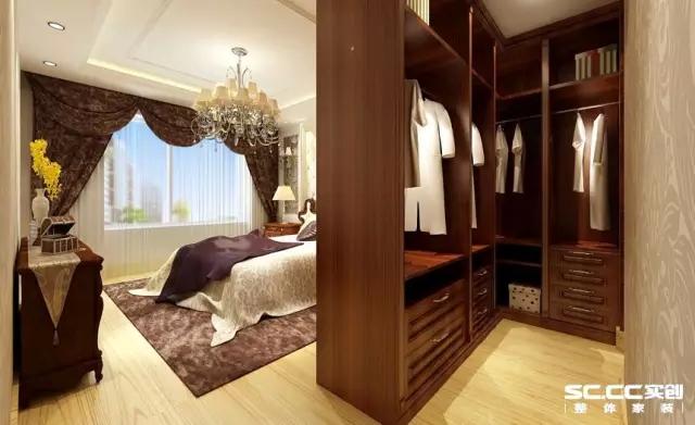满足女主人爱美的天性,主卧室打造一个小型步入式衣帽间,比衣柜更实用,也让卫生间与主卧室之间有个过渡。