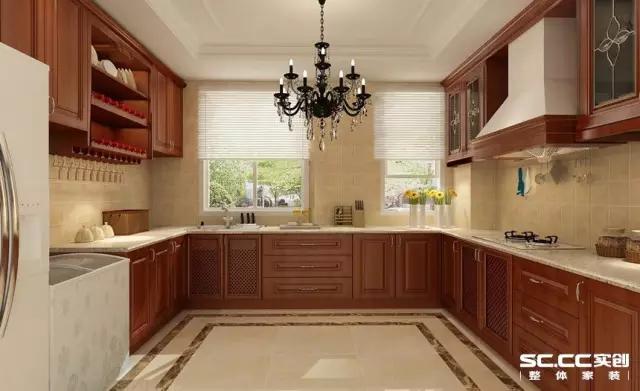 大地色的实木厨柜简约奢华,宽阔的厨房同时容纳2、3个人都不拥挤,老公下班回来也可以帮忙打下手,就算是在烹饪也要做女王。