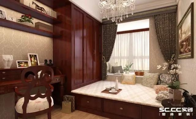 书房采用榻榻米形式,在工作读书之余可以泡茶休息,来客时还能让客人有个舒适的私人休息空间,非常实用。