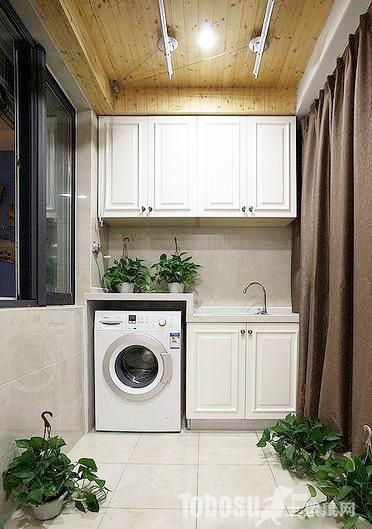 阳台嵌入式洗衣机,吊柜节省空间,增加储物空间图片