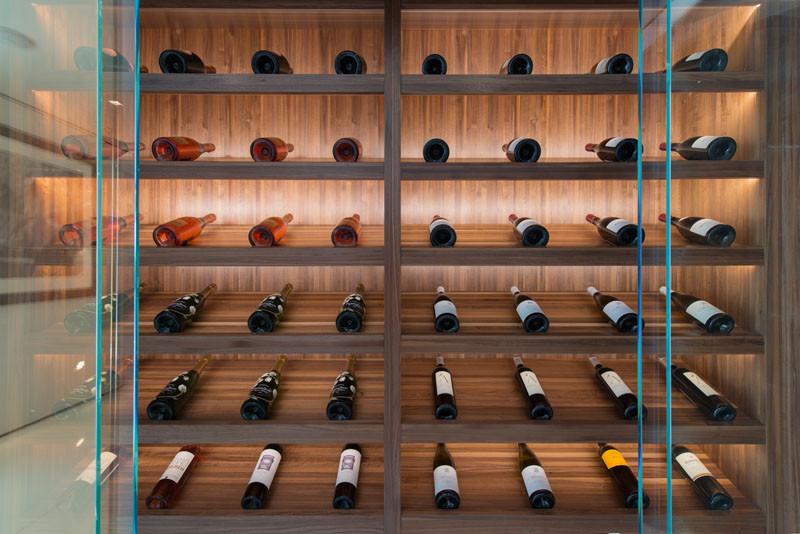 现代风格酒柜装修实景图