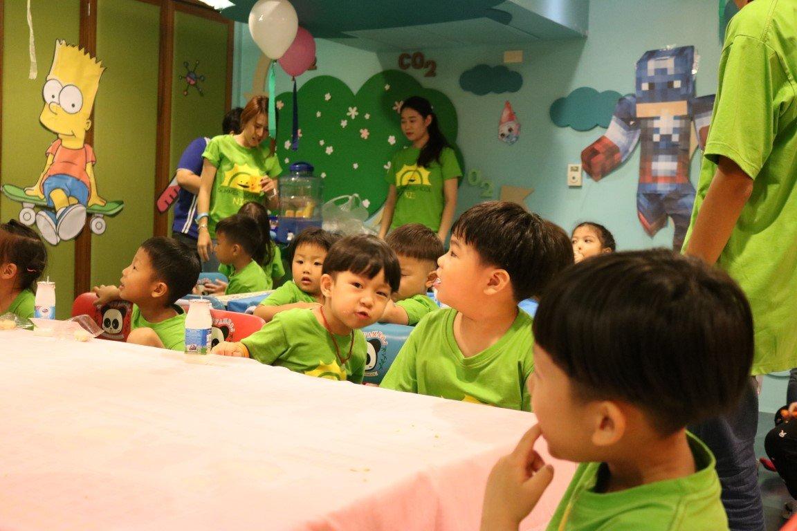 小型幼儿园室内墙面装饰图片