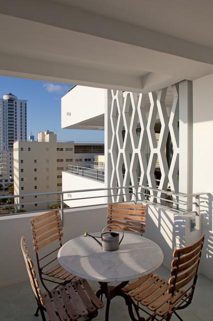 美式风格四居室阳台铁艺护栏装修效果图图片
