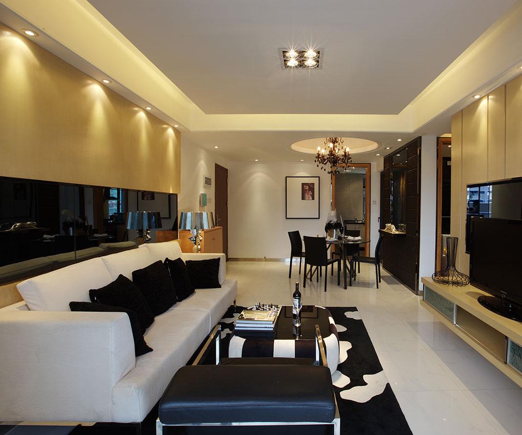 白色调时尚温馨不突兀,客厅的白色墙面发出的是淡雅清新的现代简欧味道,时尚的米白色调沙发与背景墙的呼应,让整个客厅营造出时尚、高贵、轻松、愉悦的视觉感空间,营造出一个朴实之中的时尚简欧家居设计。