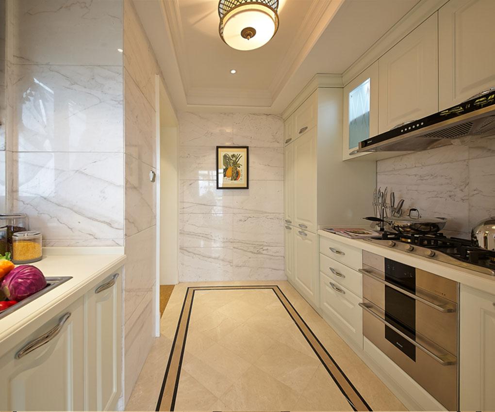 依旧简洁大方的厨具,以白色的橱柜为主,配合上米黄色的地砖,轻快明朗的色调,让人爱上厨房