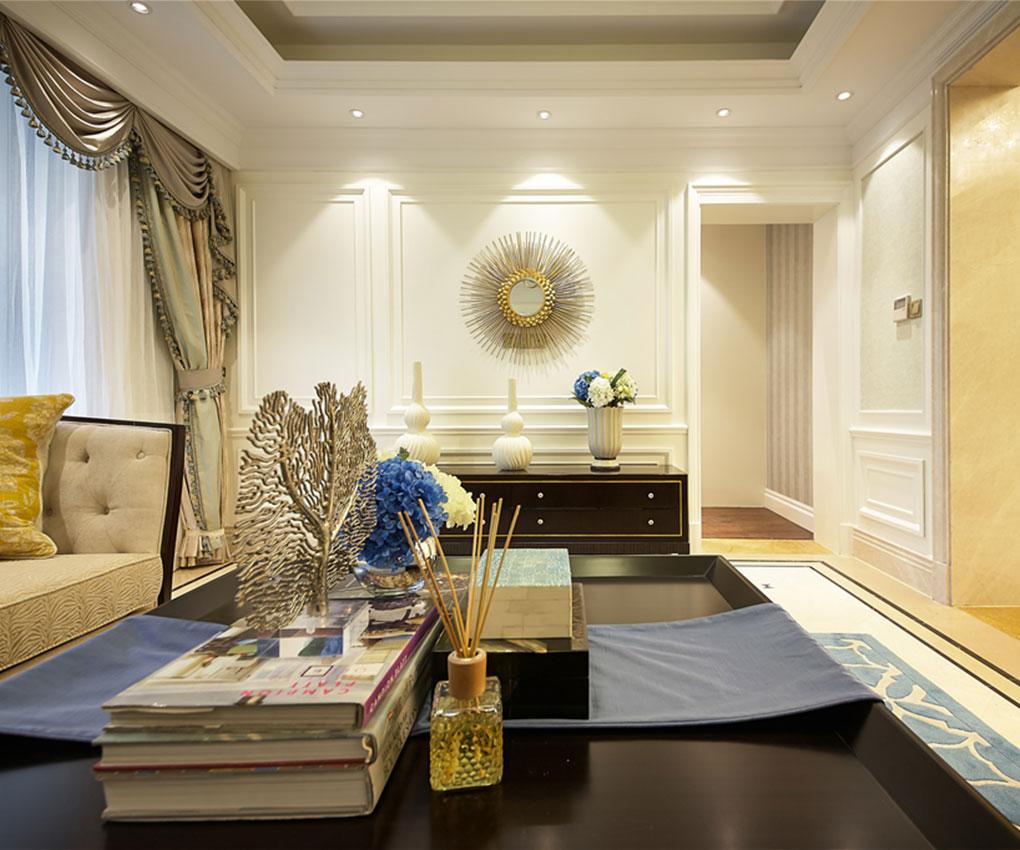 客厅中没有很多繁琐的装饰,而显得宽敞大气,复古的地砖,简洁的吊顶,搭配的完美无瑕