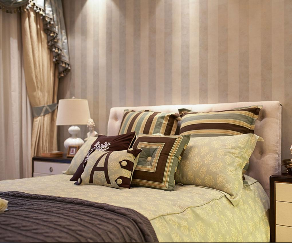 浅黄色的窗帘,明亮的空间,卧室变得充满阳光,安静,格外的舒适。