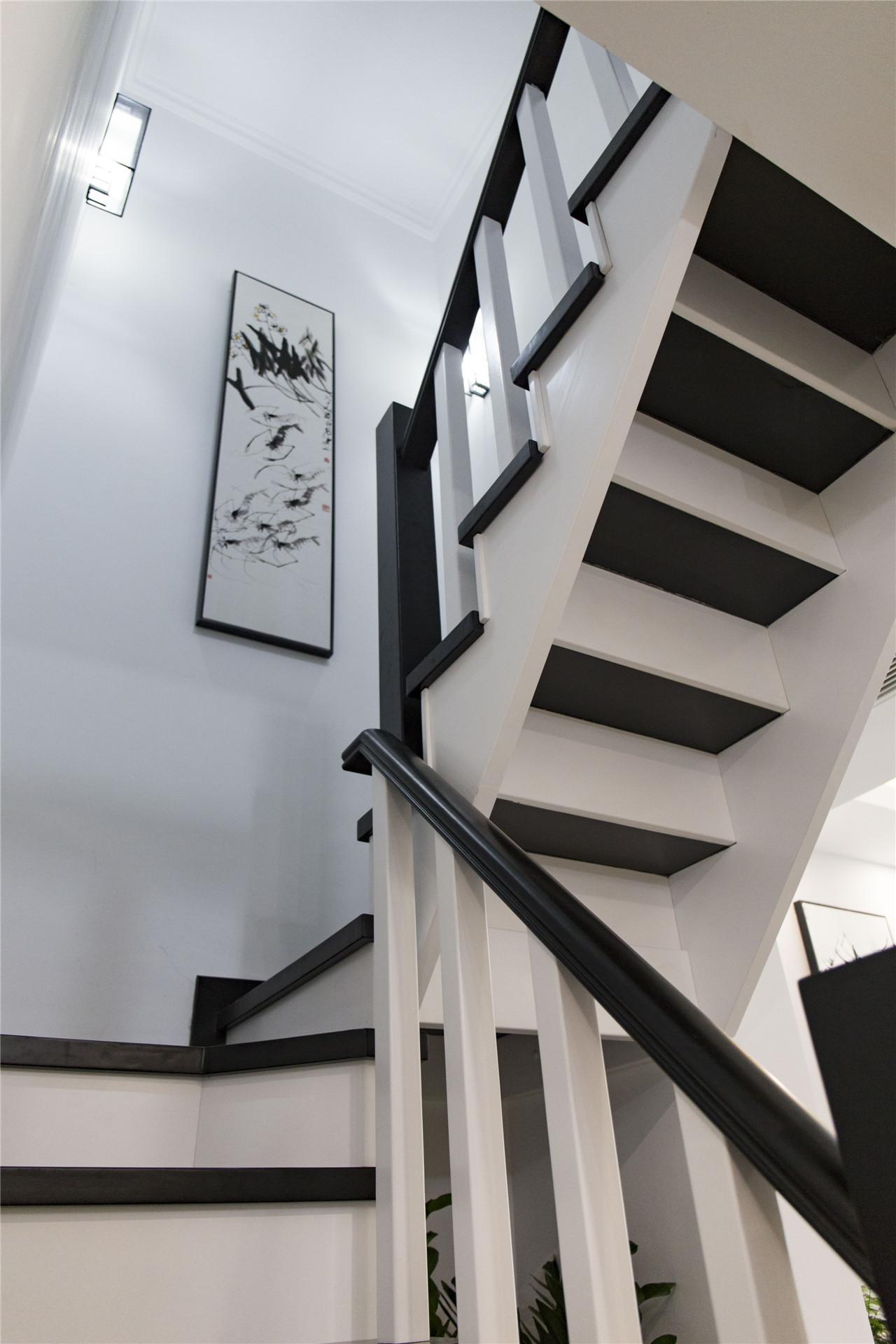 黑白配色的楼梯。