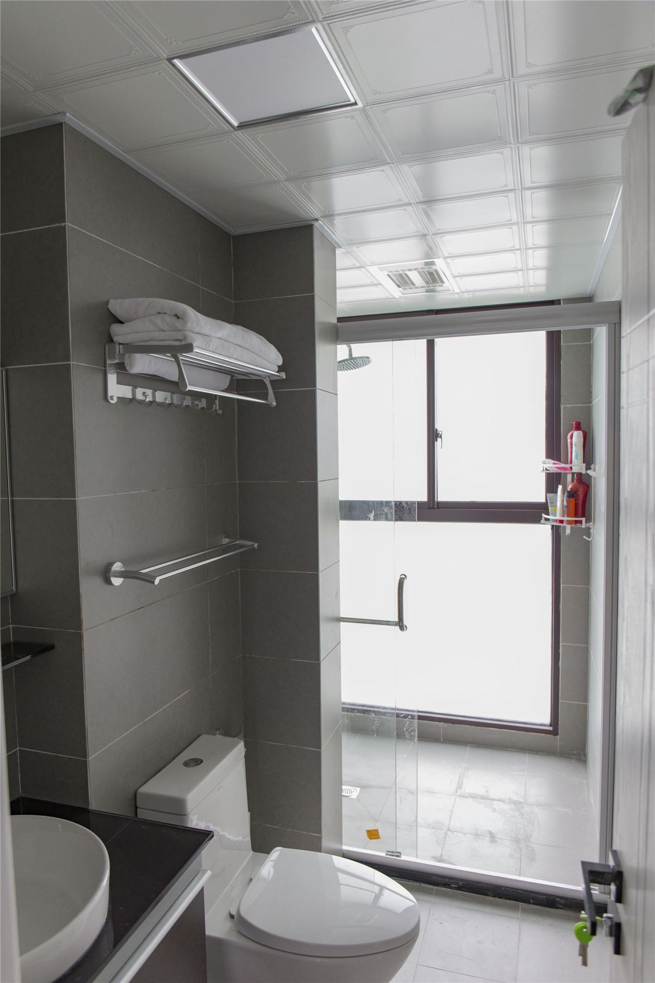 楼上的卫生间空间很大,做了干湿分离。