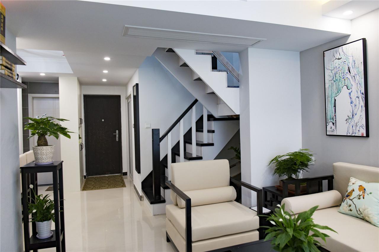 楼梯和玄关。