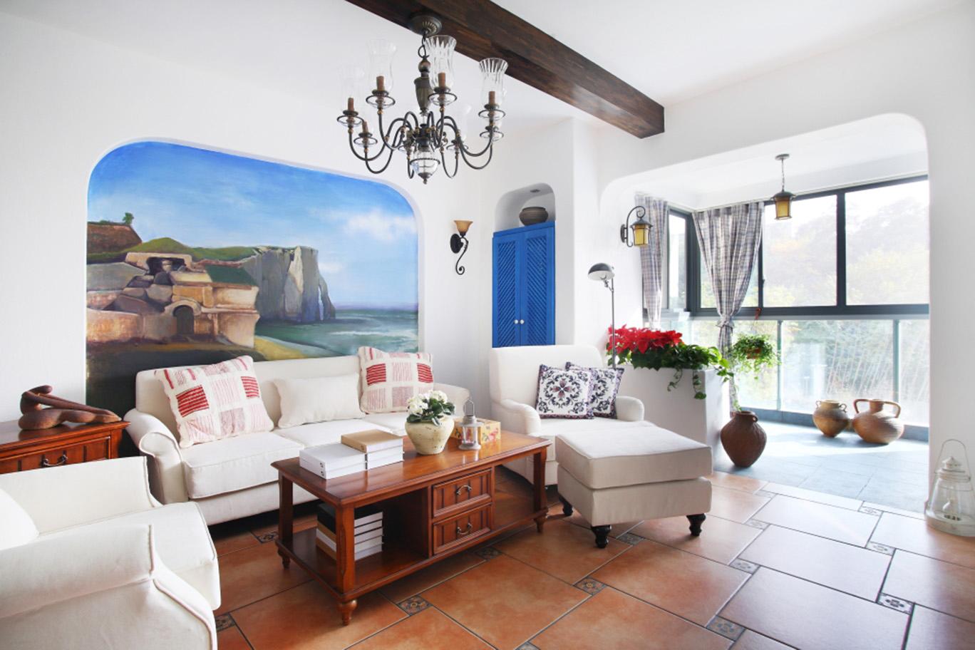 地中海风格在造型方面,一般选择流畅的线条,圆弧形就是很好的选择,他可以放在我们家居的空间的每一个角落,一个圆弧形的拱门,一个流线型的门窗,都是地中海家装中的重要元素。并且地中海风格要求自然清新的效果,墙壁可以不需要精心的粉刷,让他自然的呈现一些凹凸和粗糙之感。电视背景墙无需精心装饰,一幅海景画就是很好的背景。