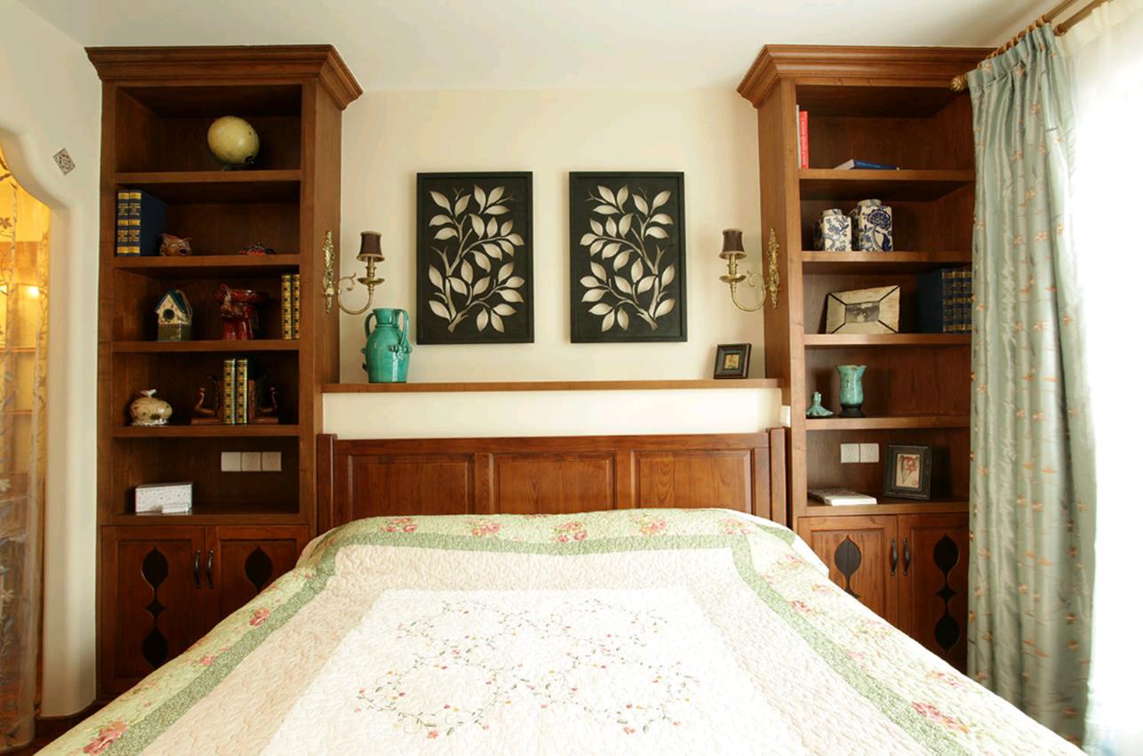 以展示柜来作为床头背景墙,实用且美观图片