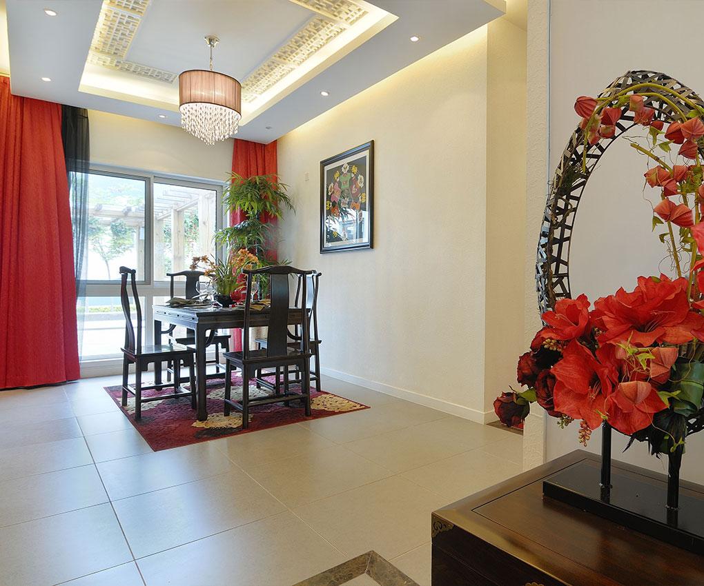 本设计方案为餐厅的设计装潢。在尝试了较多现代、简约的装修风格后,本次的方案首次尝试传统中式室内设计的装饰手法,以更好的表现中国人的含蓄气质。