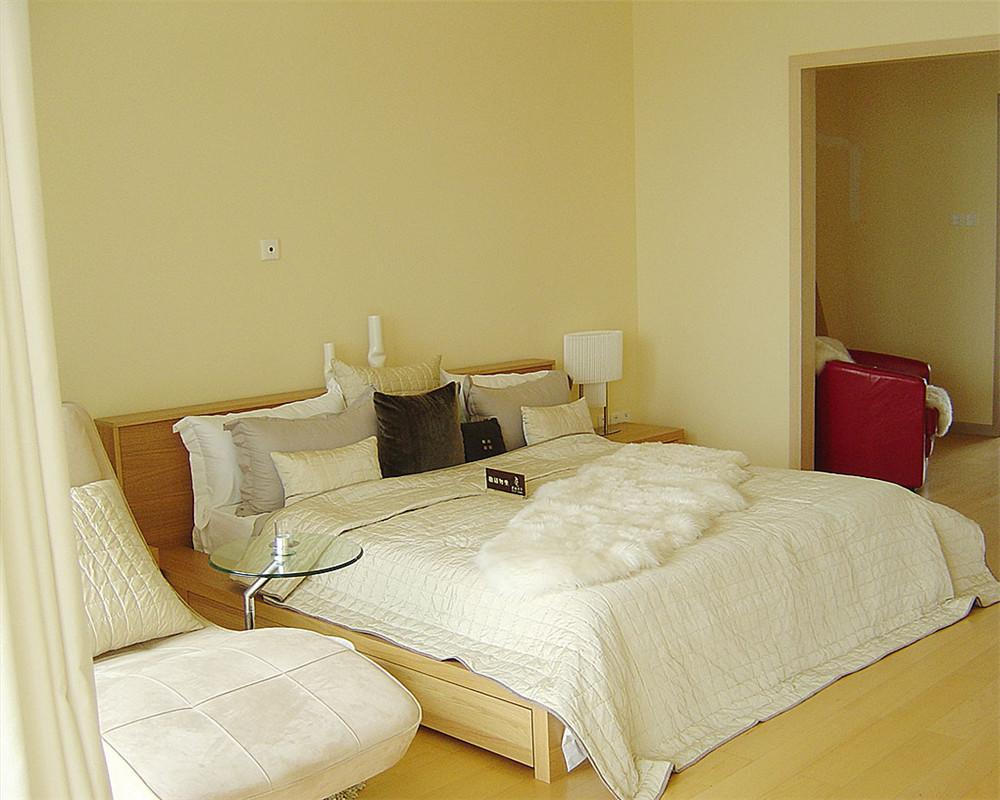 纯粹的卧室是睡眠和更衣的房间,但是更确切地说卧室是一个完全属于主人自己的房间