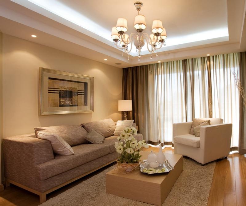 客厅采用米色的典雅的简洁布置,大气时尚。