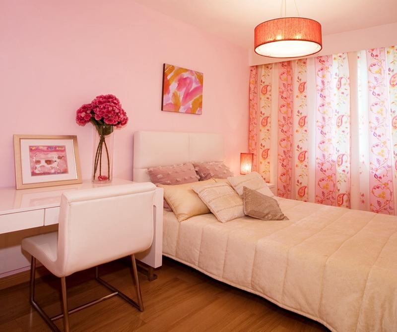 小女孩的房间引用粉色的点缀,整个布置甜美而梦幻。