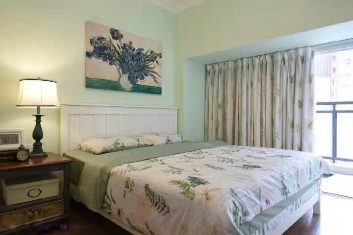 床上用品与墙壁的颜色相呼应