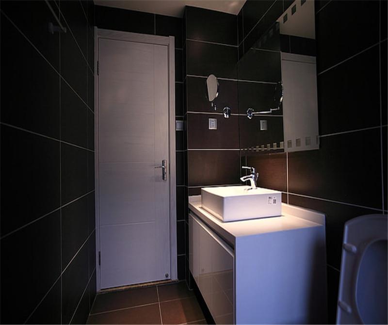 卫生间应该要给人干净的感觉,实际卫生间颜色没有图上卫生间深