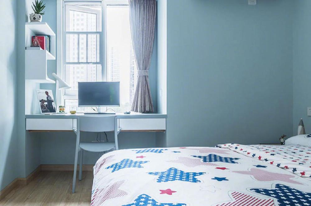 【次卧】整个房间以粉蓝色为主,与实用相结合,简单明朗的设计让卧室一片整洁,脱离了庸俗,显得别致。