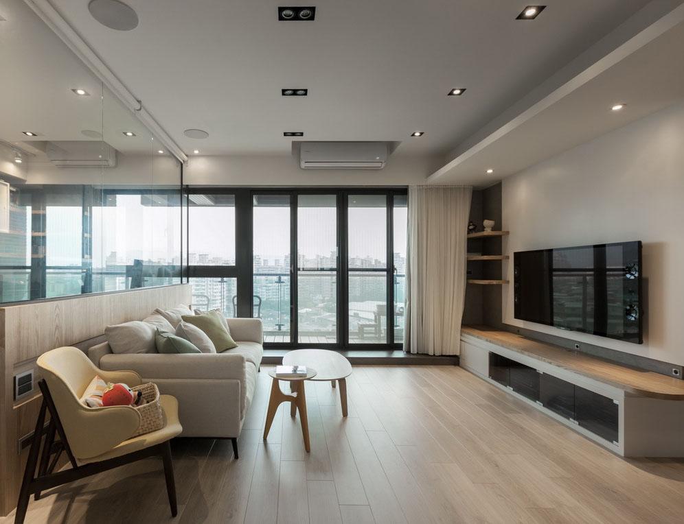 清新简约的格局,融入户外露台的休闲感,也让窗外暖阳盈满全室空间。