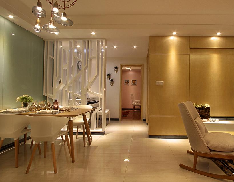 室内空间开敞、内外通透,在空间平面设计中追求不受承重墙限制的自由。室内墙面、地面、顶棚以及家具陈设乃至灯具器皿等均以简洁的造型、纯洁的质地、精细的工艺为其特征。尽可能不用装饰和取消多余的东西,认为任何复杂的设计,没有实用价值的特殊部件及任何装饰都会增加建筑造价,强调形式应更多地服务于功能。 装饰要素:金属灯罩、玻璃灯+高纯度色彩+线条简洁的家具、到位的软装。金属是工业化社会的产物,也是体现简约风格最有力的手段。各种不同造型的金属灯,都是现代简约派的代表产品。