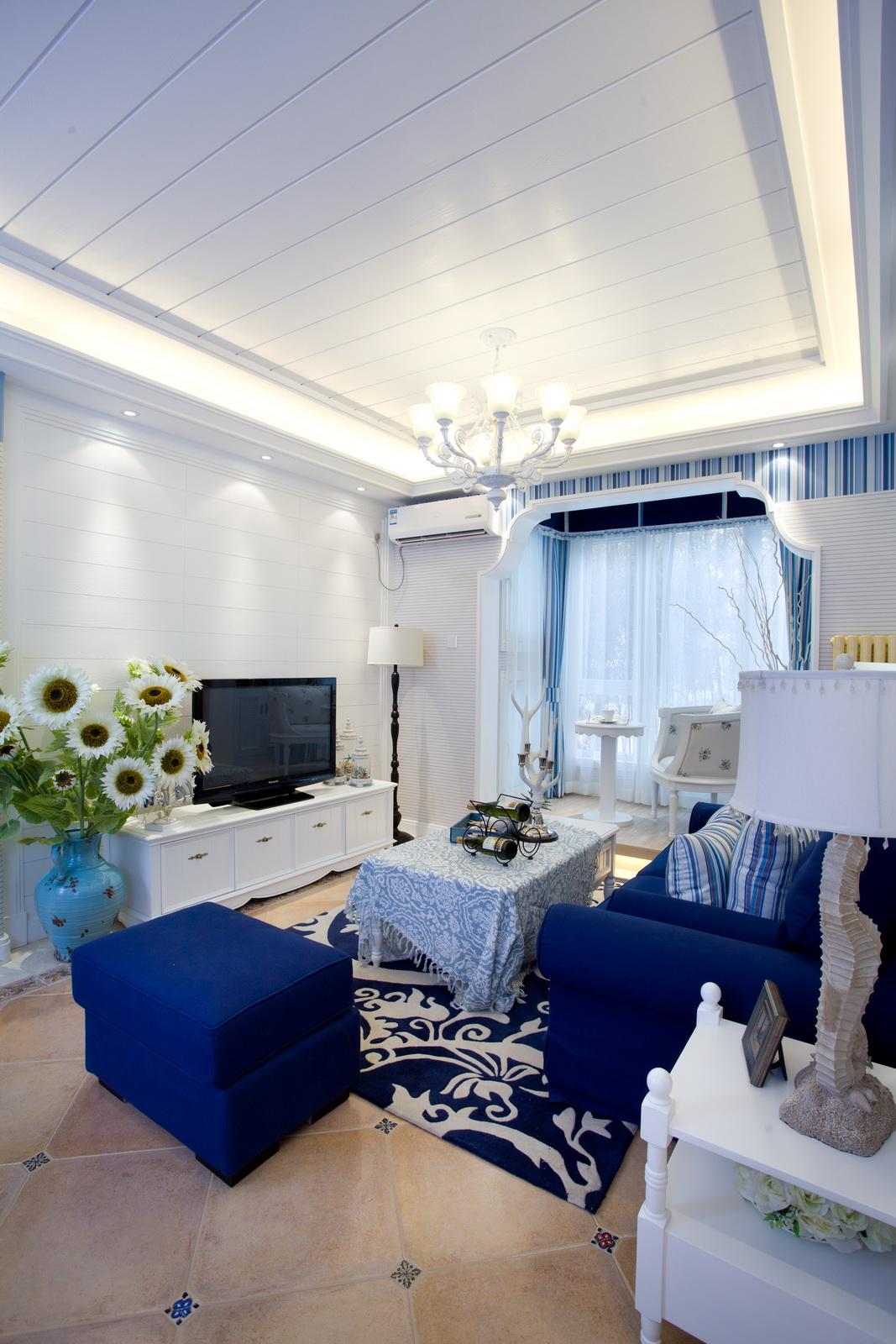 地中海风格的美就像是 希腊白色的村庄在碧海蓝天下闪闪发光,西班牙的蔚蓝海岸和白色沙滩,法国南部薰衣草飘来的蓝紫色香气。这一切一切都来自于大自然明了了的测才。地中海风格因其富含亲和力的田园风情和柔和的色调搭配,受到人们的喜爱
