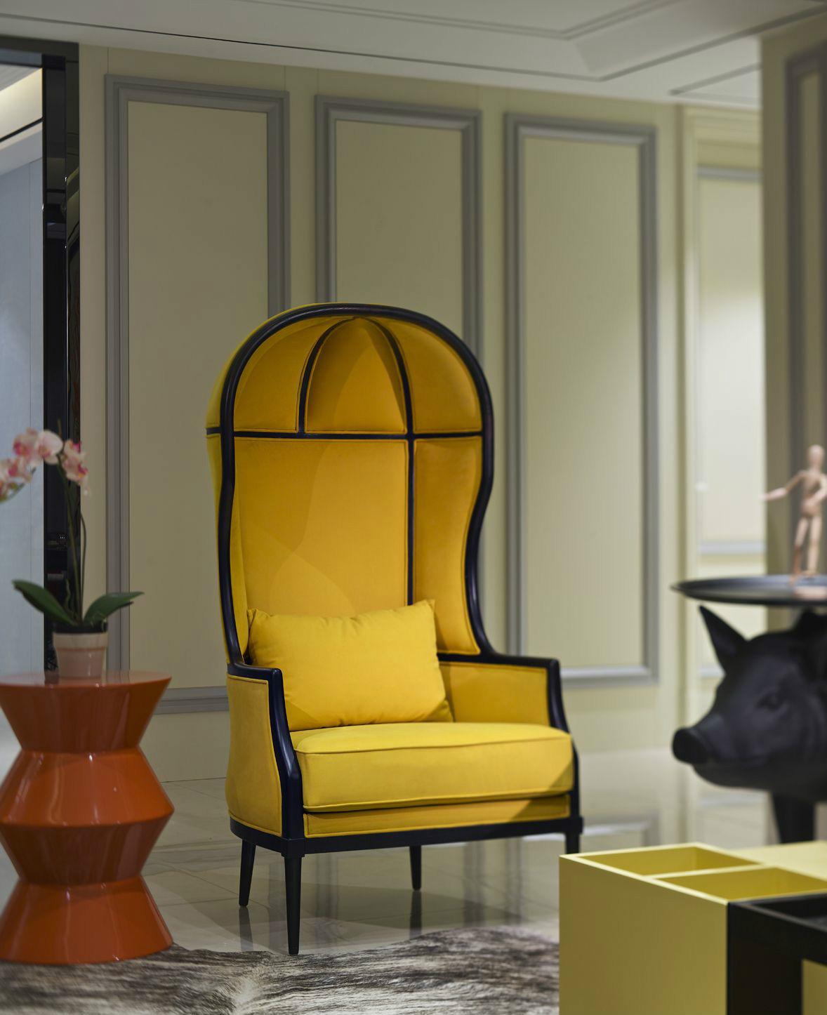 现代简约风格秉承着简约而不简单的理念,虽然在软装搭配、家具设计及空间布局方面尽可能的追求简洁,但是又能从中看出业主花心思的痕迹。现代简约风格是符合现在健康时尚、科学而节约的消费观念的装修风格,以简洁的视觉效果打造出时尚前卫的感觉。?