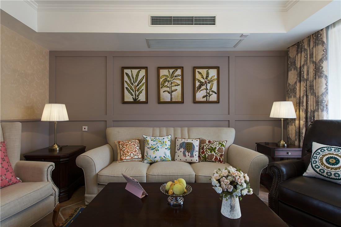 沙发墙简单装饰,加上三幅画完美诠释了北欧风格的生活态度