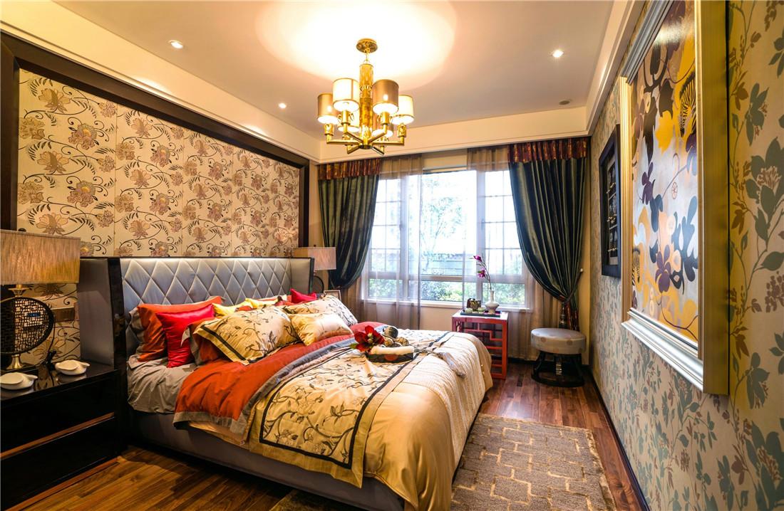 卧室看起来金碧辉煌,非常能体现出格调