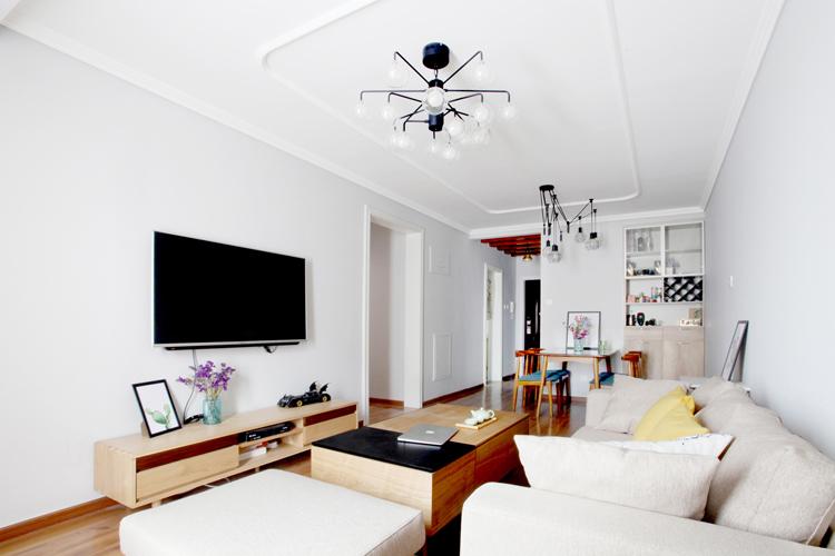 日韩风格二居室客厅背景墙装修效果图