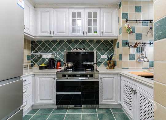 如此干净清爽的厨房,你有没有一种想大显身手张罗一番的冲动?
