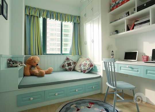 冷静的书房,淡定的蓝色(蓝色是最合适做书房的颜色之一),榻榻米,衣柜,书桌一体,充分利用了空间。