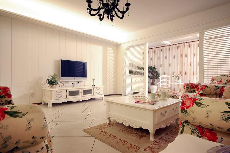 设计师使用白色搭配起来的风格整体显得温暖一些,雕刻图案也营造了地中海的氛围。
