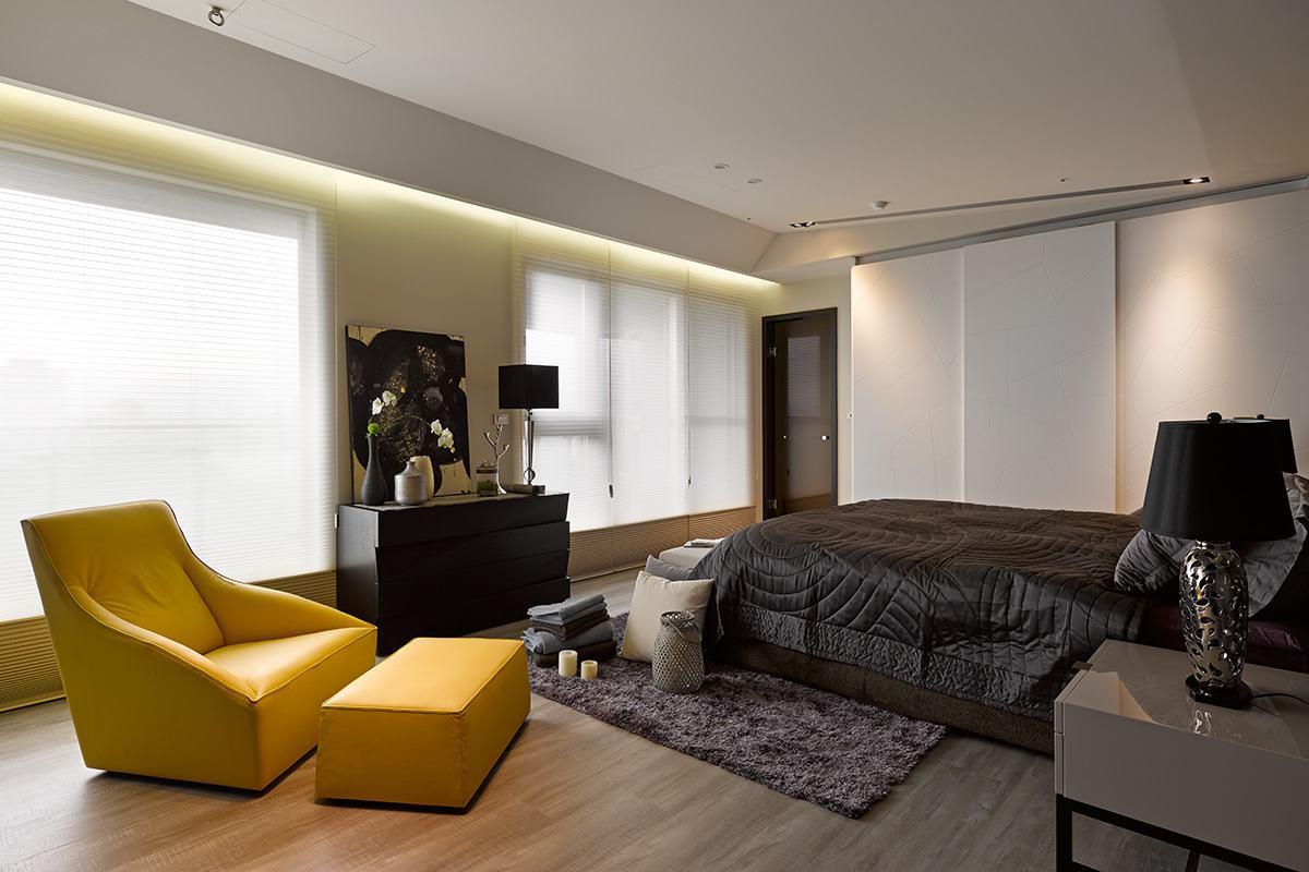 台式家居在工艺上并不采用复杂的雕饰或镂空设计,台式家具只大量运用色彩和仿旧方式营造古朴气息,引仅仅作为摆设就已将整个房间中的中式内敛古朴的神韵表链的淋漓尽致。台湾台式风格家居装修装饰装潢设计理念:台式风格体现一种大气和对称,表现出一种民国时期大户人家中厅堂的感觉。