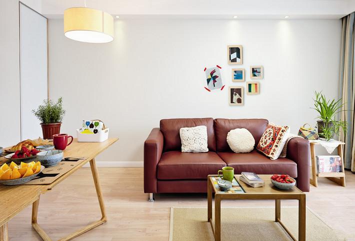 设计师巧妙地运用自然的色彩与线条,强调自然主义,使屋主有置身自然的感觉。