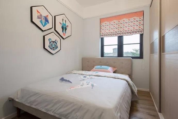 简洁和实用是现代简约风格的基本特点,强调功能性设计,线条简约流畅,色彩对比强烈。人们装修时总希望在经济、实用、舒适的同时,体现一定的文化品味。现代简约风格注重居室的实用性?。