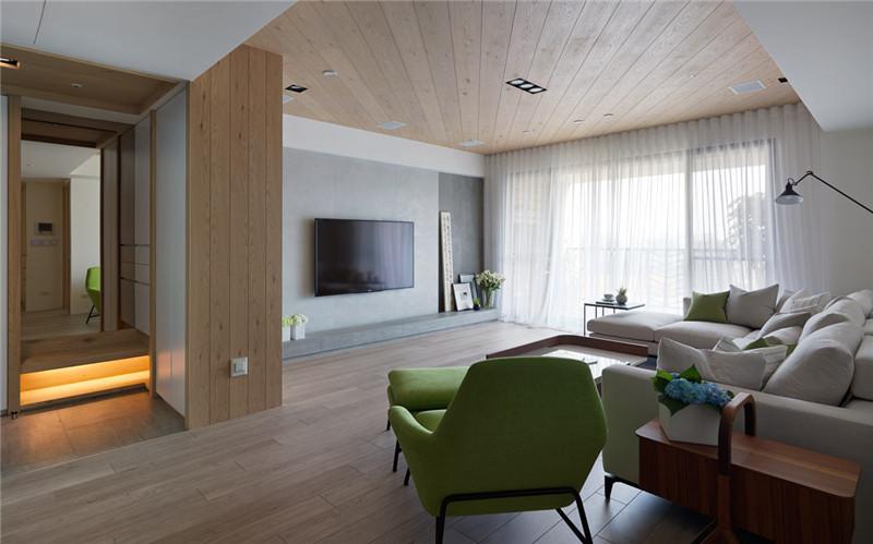 顶面和地面采用原木材质,自然舒适。