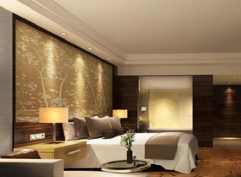 卧室以白色为主调的设计风格,白色简约的吊顶,加上浅暖黄色的背景墙,明亮的空间,卧室变得充满阳光、安静、舒适,可以让人有很好休息、睡眠。