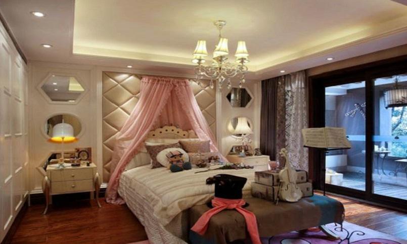 卧室看起来则相对温馨一些,吊灯与床头等造型的相互陪衬,予人现代感而又高贵得体。