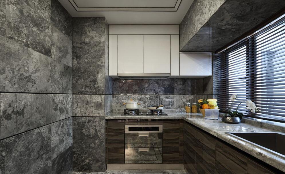 厨房设计主要以灰色为主,相对浅色系橱柜和墙砖更耐脏并耐看