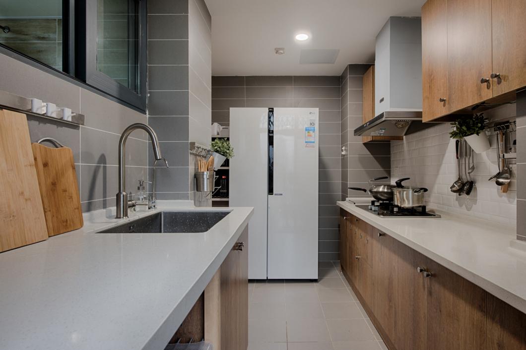 两排厨具,方便合理利用