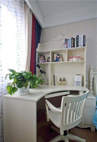 设有书桌,方便孩子阅读,阳光充足